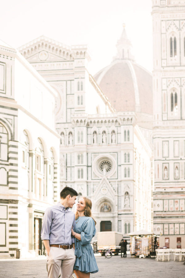 Discover Florence at sunrise time with no tourists into the streets. Enjoy and visit the city with an engagement photo session near the Duomo