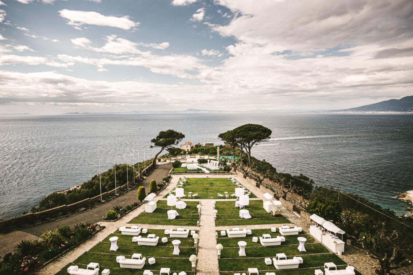 Amazing and elegant outdoor destination wedding in Villa Angelina terrace in Sorrento