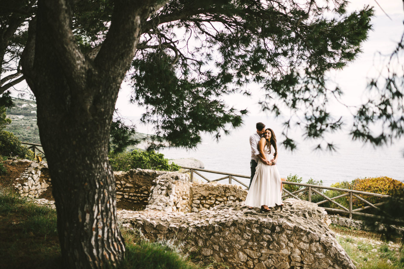 Amazing and romantic couple portrait engagement pre-wedding photo tour in Capri island