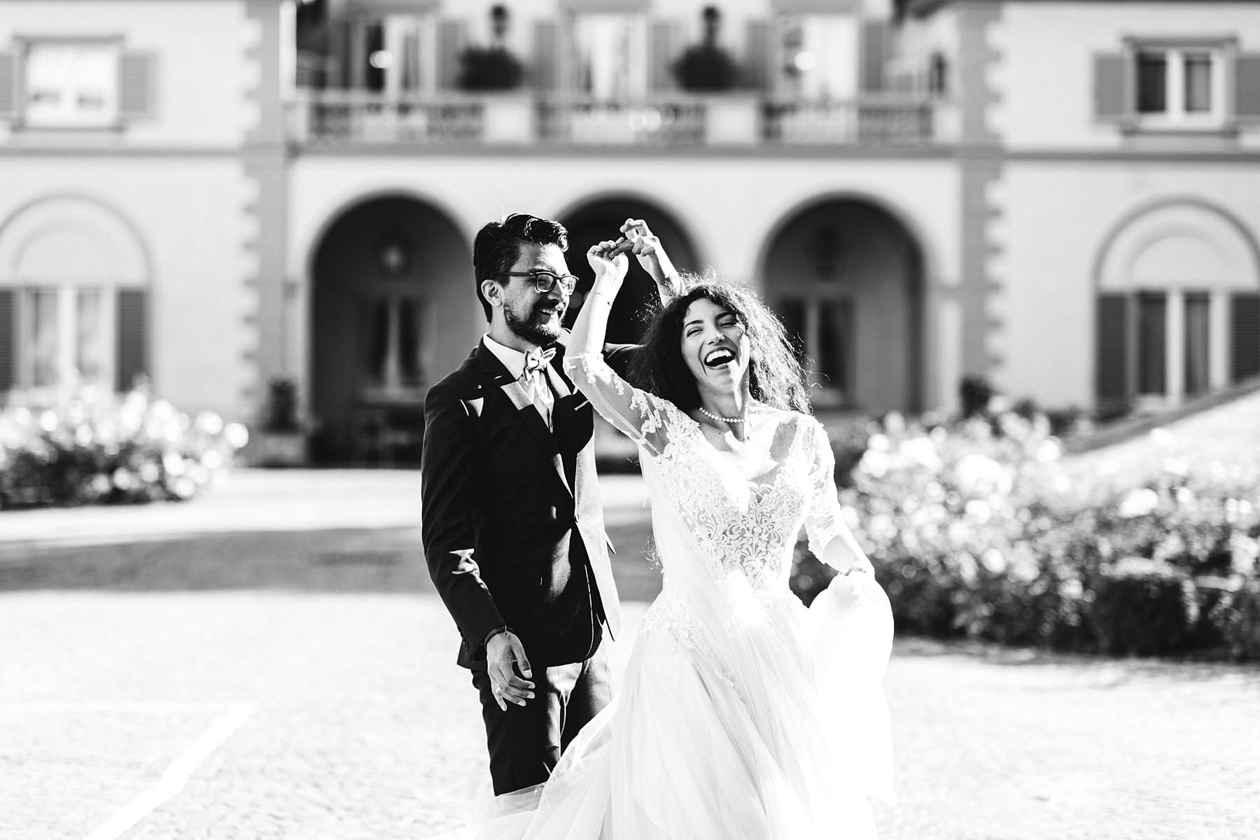 Honeymoon photos to cherish forever. Are you planning a honeymoon in Florence, Italy, and you want it to be really special? Make it unforgettable taking sunrise photos with your wedding dresses!