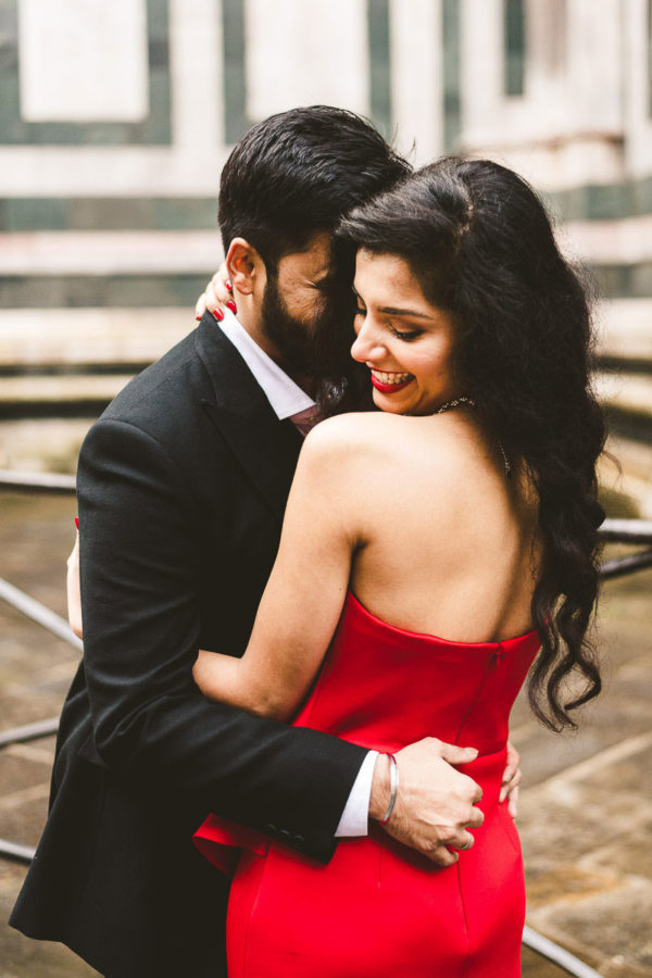 Intimate and lovely indian couple portrait pre-wedding photo shoot in Florence at Duomo square