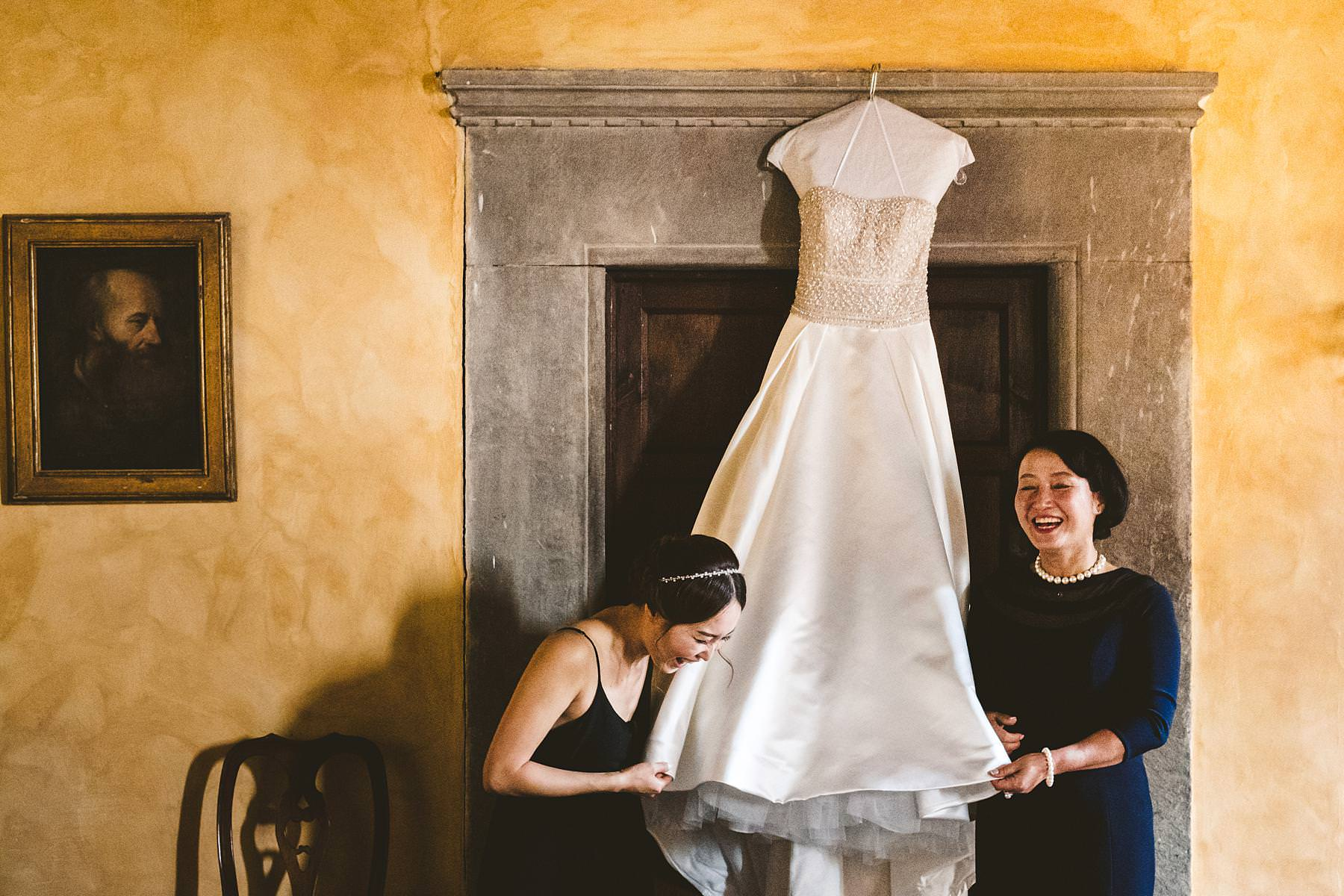 Real and genuine moment during getting ready of bride Elise at Palagio Castle venue in Chianti