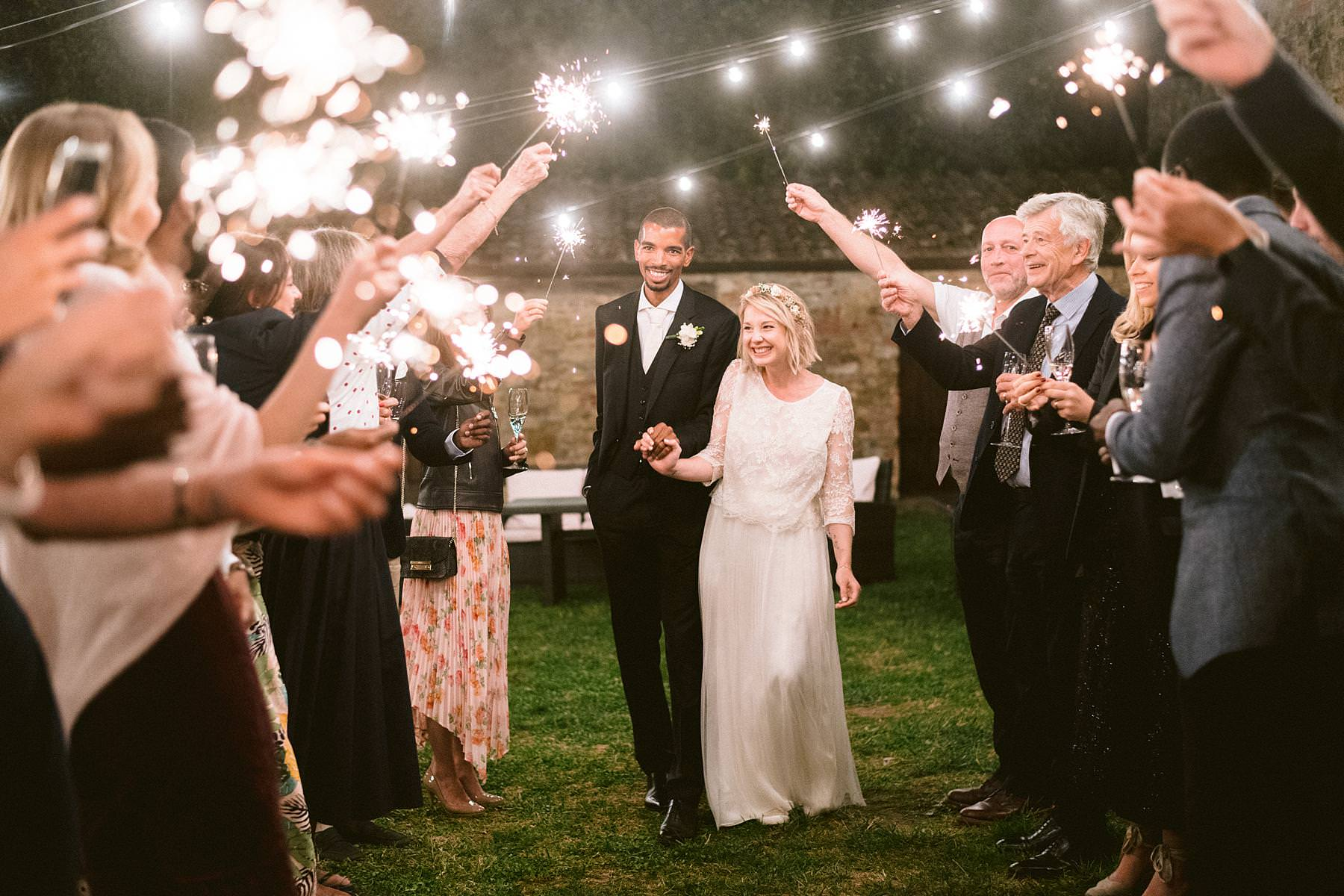 Sweet and fun wedding in Italy at Montelucci Country Resort in the countryside of Tuscany between Chianti and Valdarno. Tunnel of sparkles light