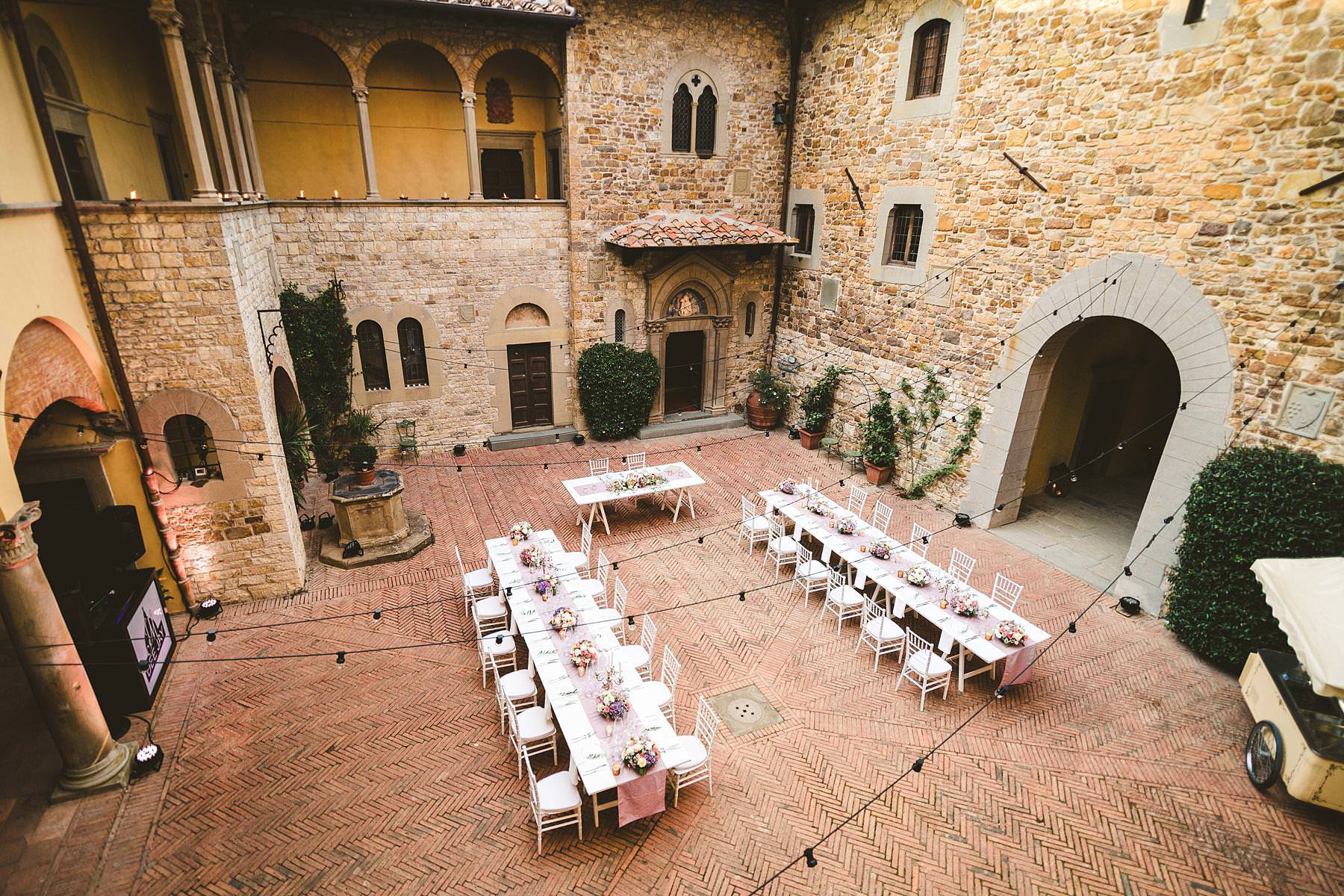Elegant and gracefully decorated dinner tables by flower designer Jardin Divers, Castello Il Palagio and Class Ricevimenti. Intimate destination castle wedding in Tuscany countryside of Chianti