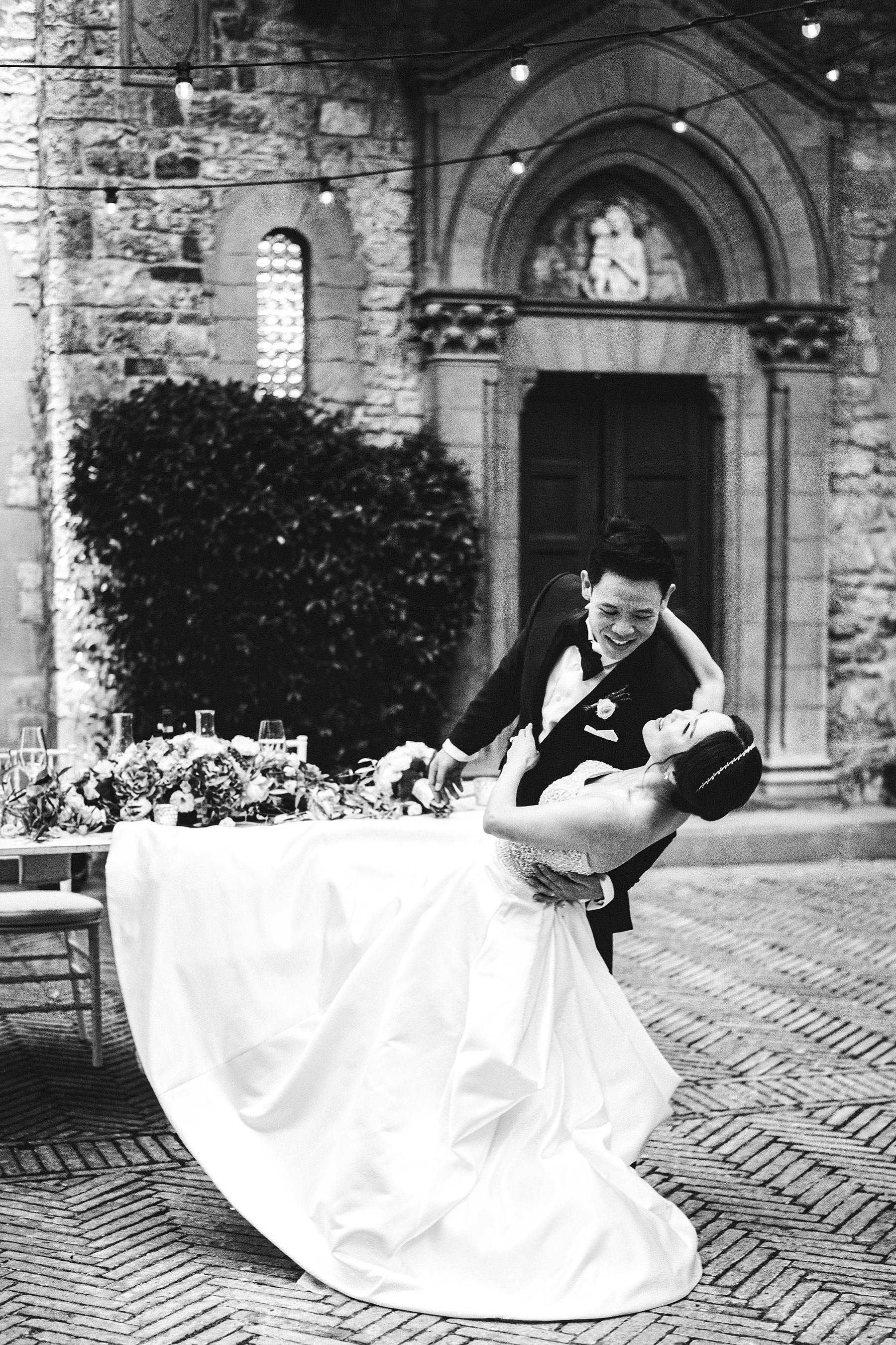First dance of the newlyweds, with everyone watching from the gracefully decorated tables, was a very touching moment. Destination wedding in Tuscany at Castello Il Palagio