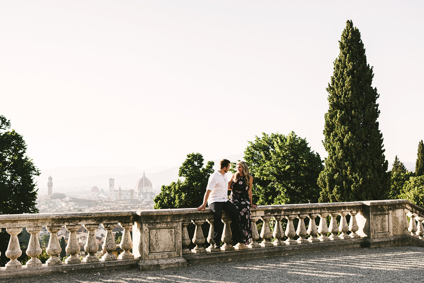 Andrea and Aaron's outdoor engagement photos. When they contacted me, I suggested them to take romantic outdoor engagement photos in different locations. Florence, Chianti and the surroundings are so beautiful that it would be a pity not to take advantage of them all. Part of the shooting had Florence as a precious frame: we went to San Miniato al Monte, which offers one of the best views over the city as well as some stunning architecture
