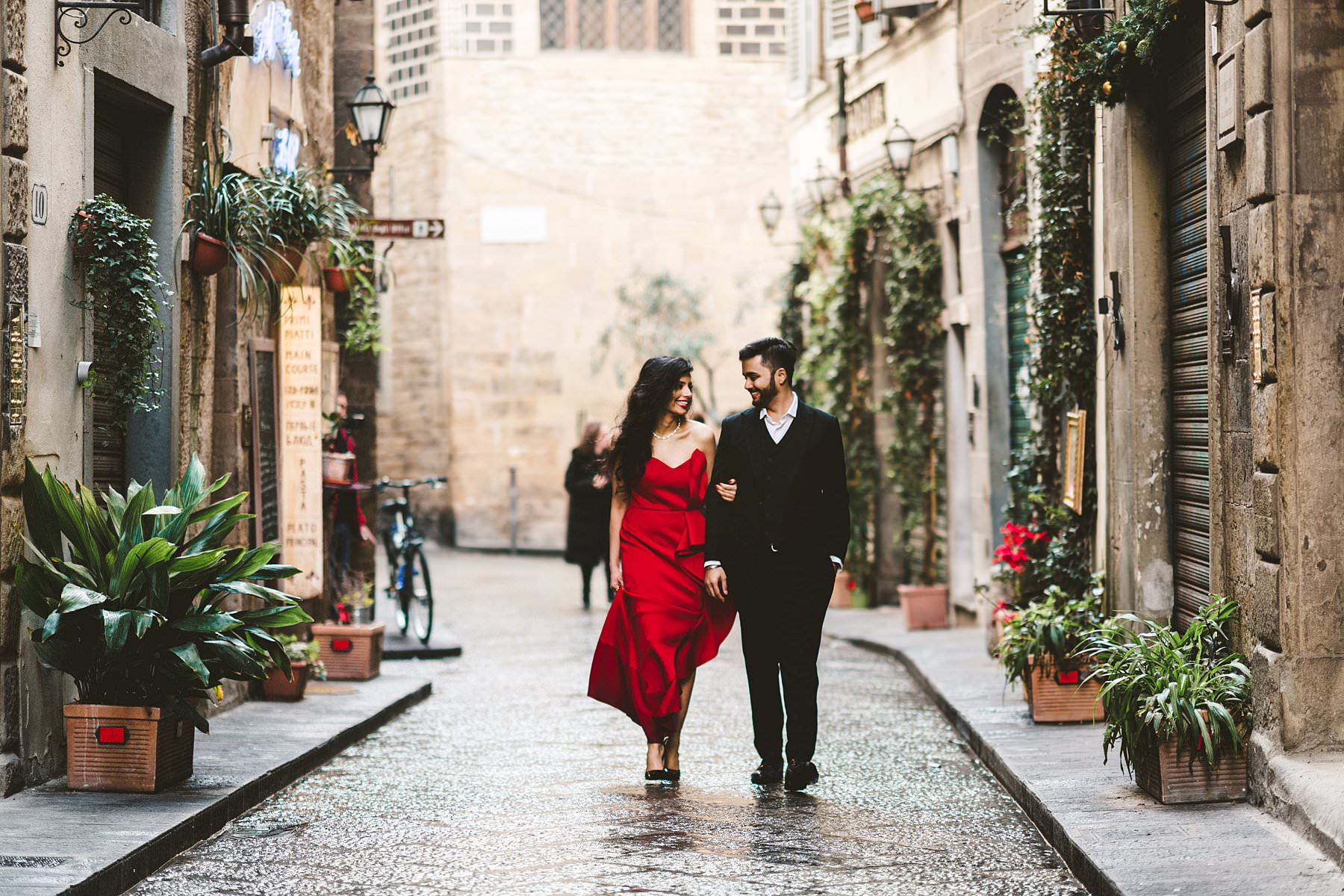 Priya and Sid's destination engagement in Florence. Are you planning a destination engagement in Tuscany and wish to capture it with a photoshoot? Get inspired by these pictures: I'll happily be your photographer!