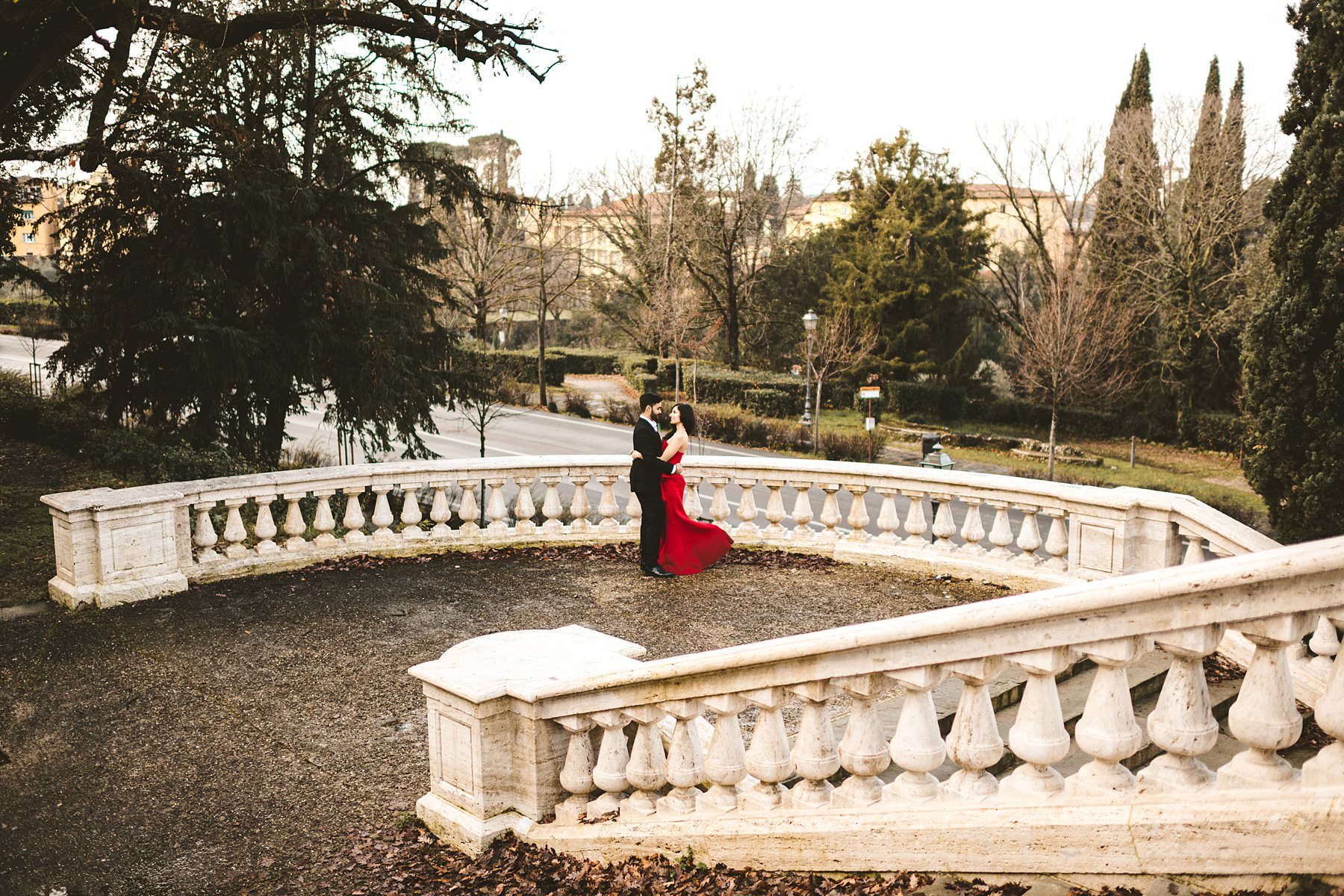 Elegant and lovely winter engagement photo shoot in the most iconic spot of Florence near Piazzale Michelangelo