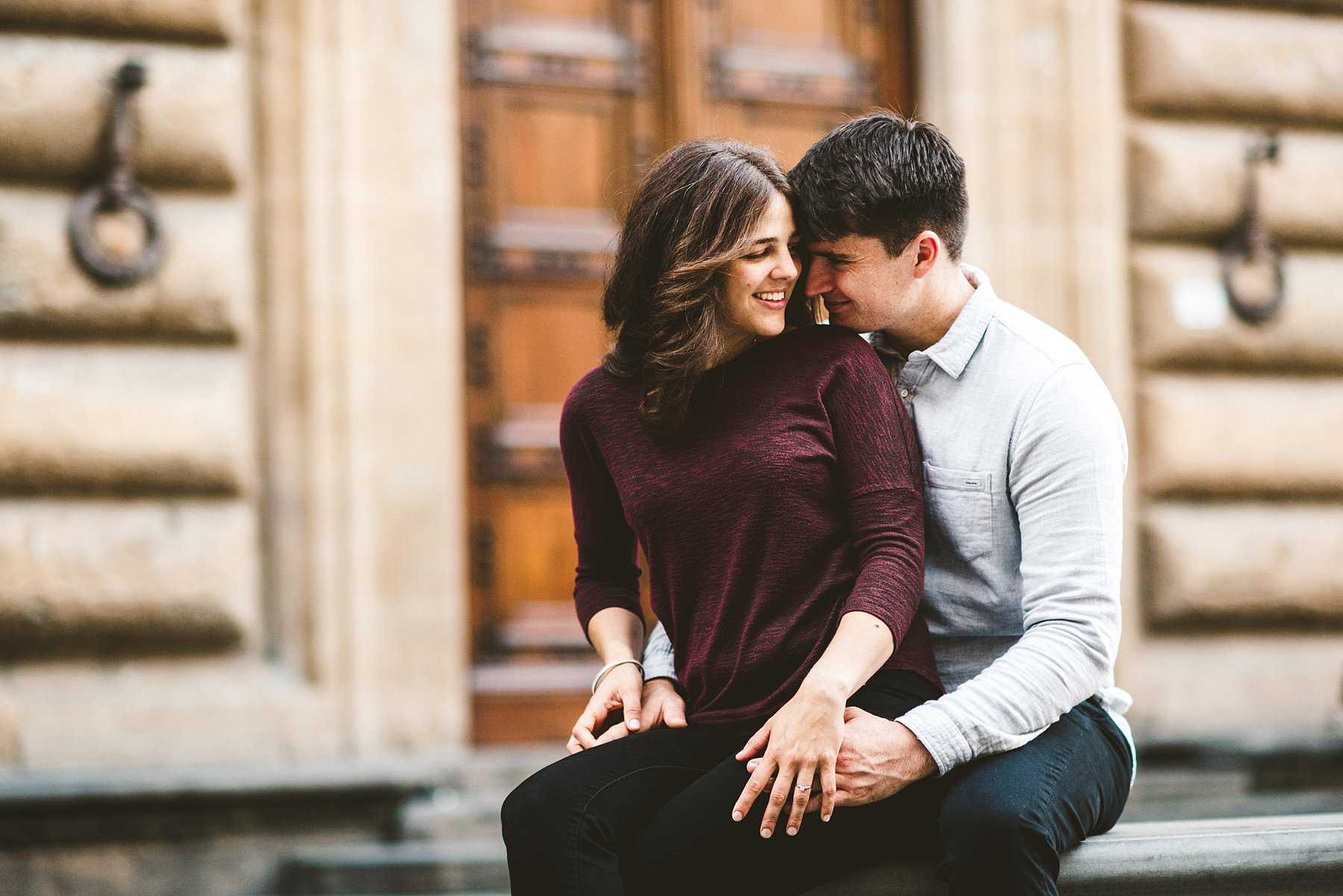 Elegant and beautiful engagement photo shoot in the heart of Florence near Piazza della Signoria and one of the most beautiful palace of the city, Palazzo Gondi with their unforgettable and beautiful ancient doors