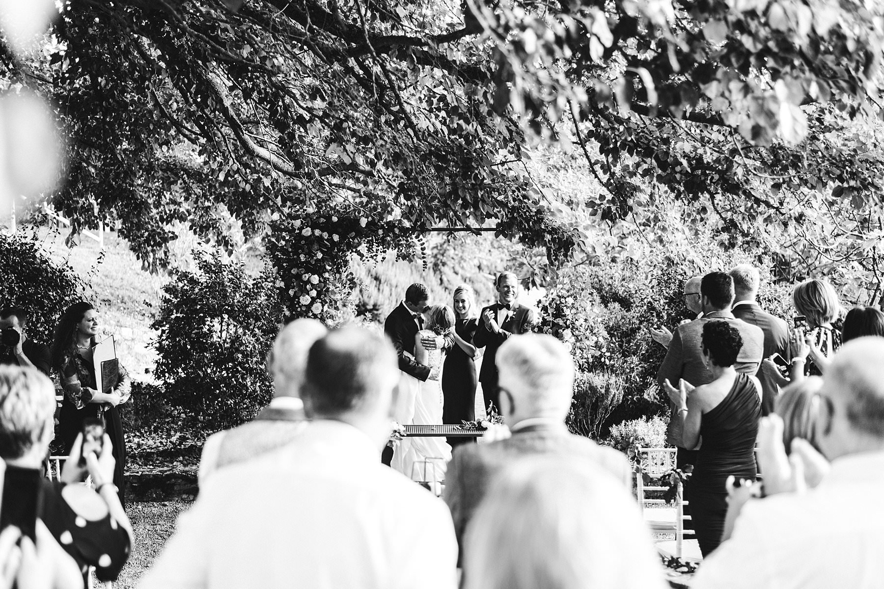 A special international wedding in the countryside of Umbria, Italy. Getting married in a foreign country, like Italy, often means gathering with friends and family members from all over the world. Sometimes the result is a real international wedding, such as this one that took place in the countryside of Umbria. Get inspired by the photographs of this very special event
