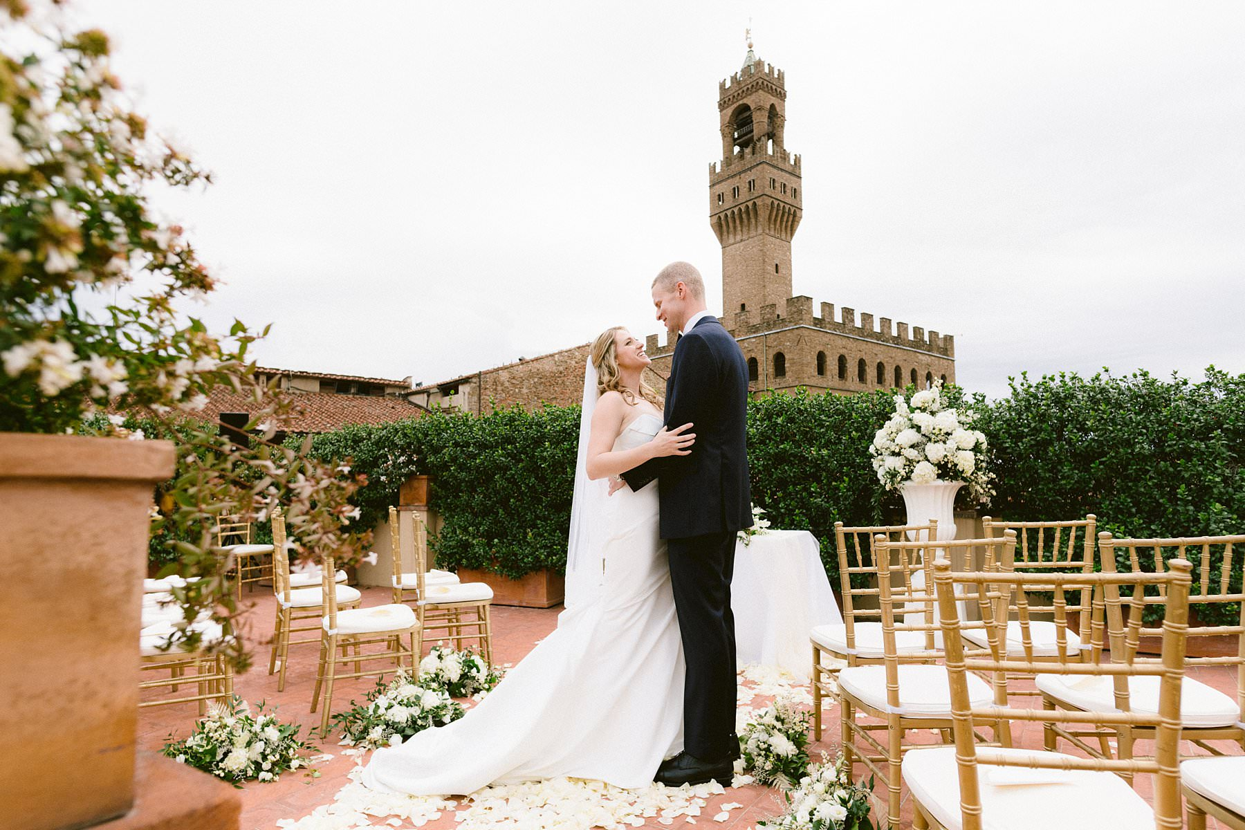 Intimate exquisite wedding in the heart of Florence, Italy. This beautiful American couple opted for the most elegant and exclusive venues for their exquisite wedding: Grand Hotel Cavour, where they got ready, and Palazzo Gondi, where the ceremony and reception took place