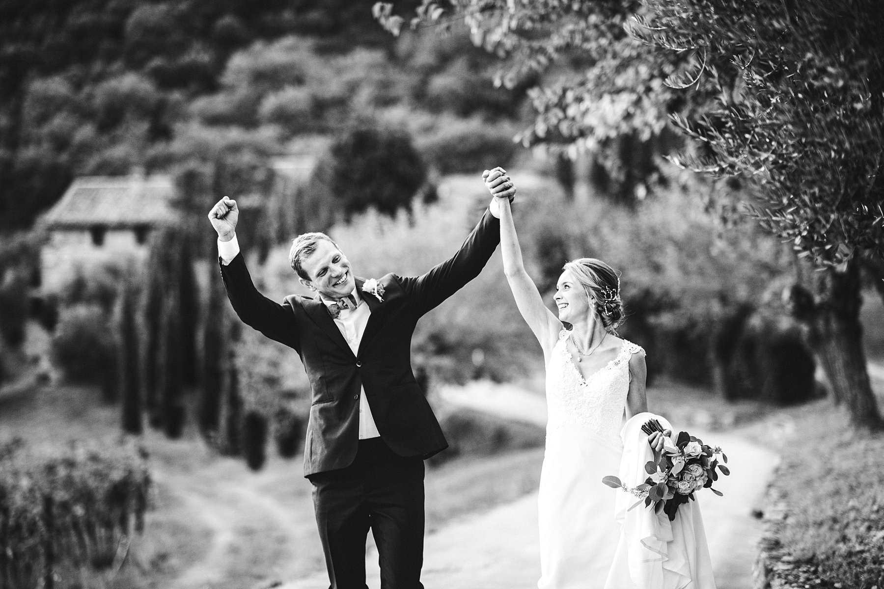 An unforgettable international wedding. Elegant Australian couple reportage wedding photo around the property of Villa Monte Solare, a historic residence tucked in the countryside among rolling hills. The settings were countryside landscapes with cypress lines, olive groves and a stunning wall covered in red ivy leaves