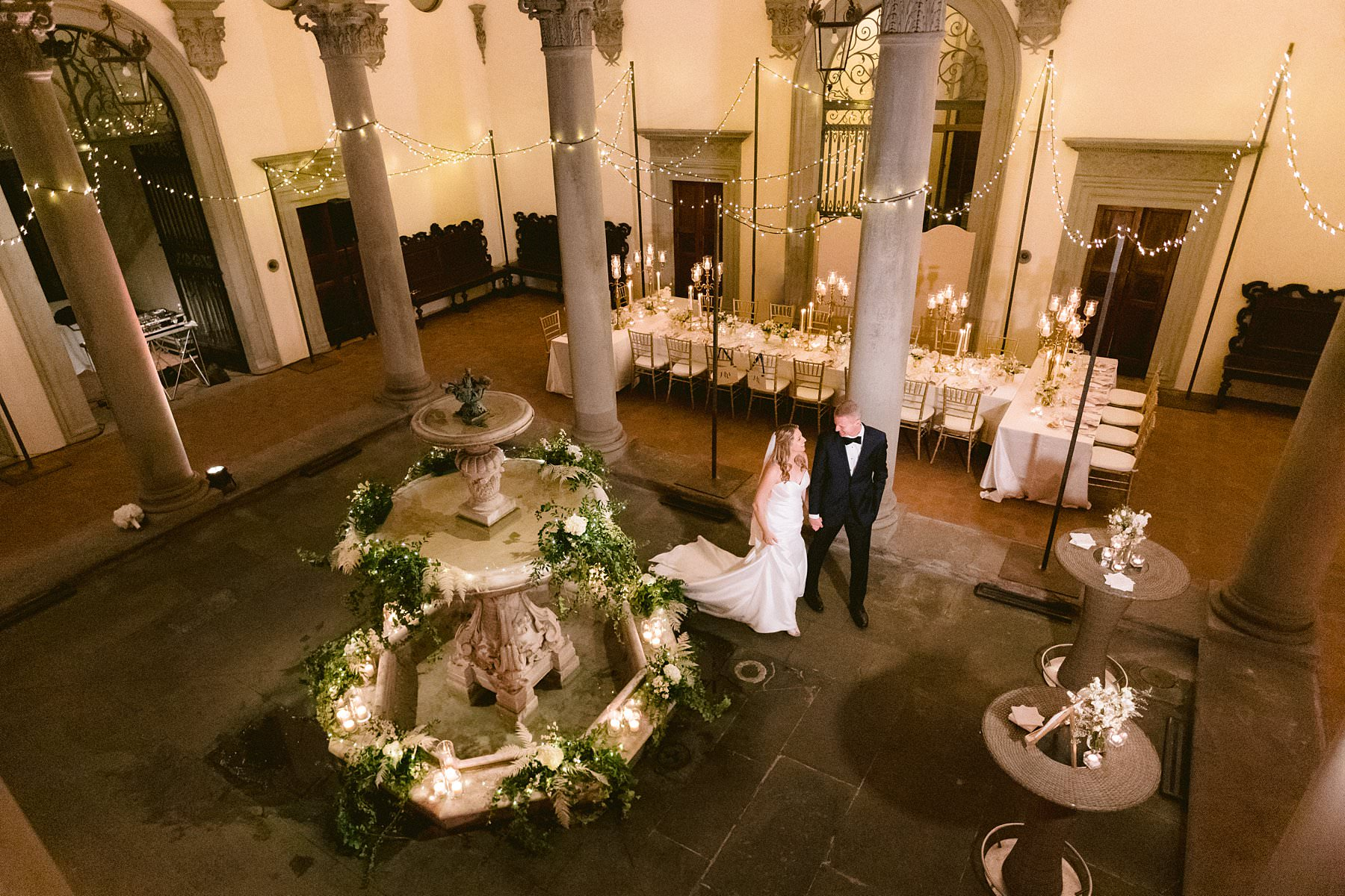 Palazzo Gondi, one of the very best wedding venue of Florence. What are the ingredients for an exquisite wedding? Love, family, friends, an emotional ceremony, a delicious dinner and a sumptuous location!