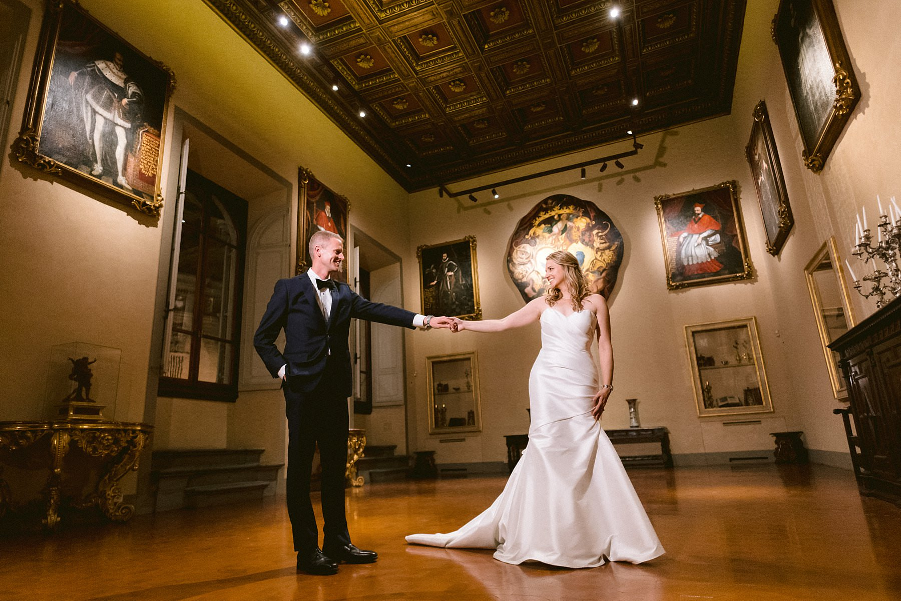 Beth and Evan's exquisite wedding: just like a dream. Bride and groom wedding photo at Palazzo Gondi, one of the most renowned Renaissance palaces in Florence, and it's open to guests only on special occasions. A real hidden treasure located in the very heart of the historical center, next to Palazzo della Signoria