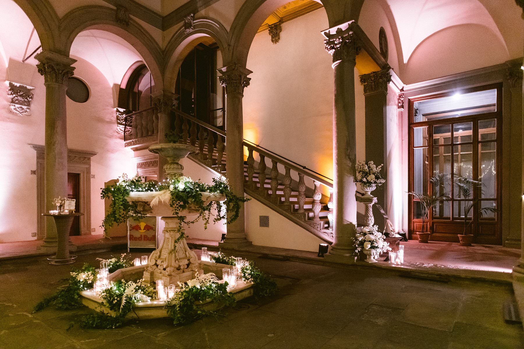 Intimate exquisite wedding in the heart of Florence, Italy. When you bring together a lovely couple, a small group of family members and friends and the best venues in a charming city like Florence, you can only get one result: an exquisite wedding to be cherished forever. Luxury wedding dinner at exclusive wedding venue Palazzo Gondi in the very hear of Florence