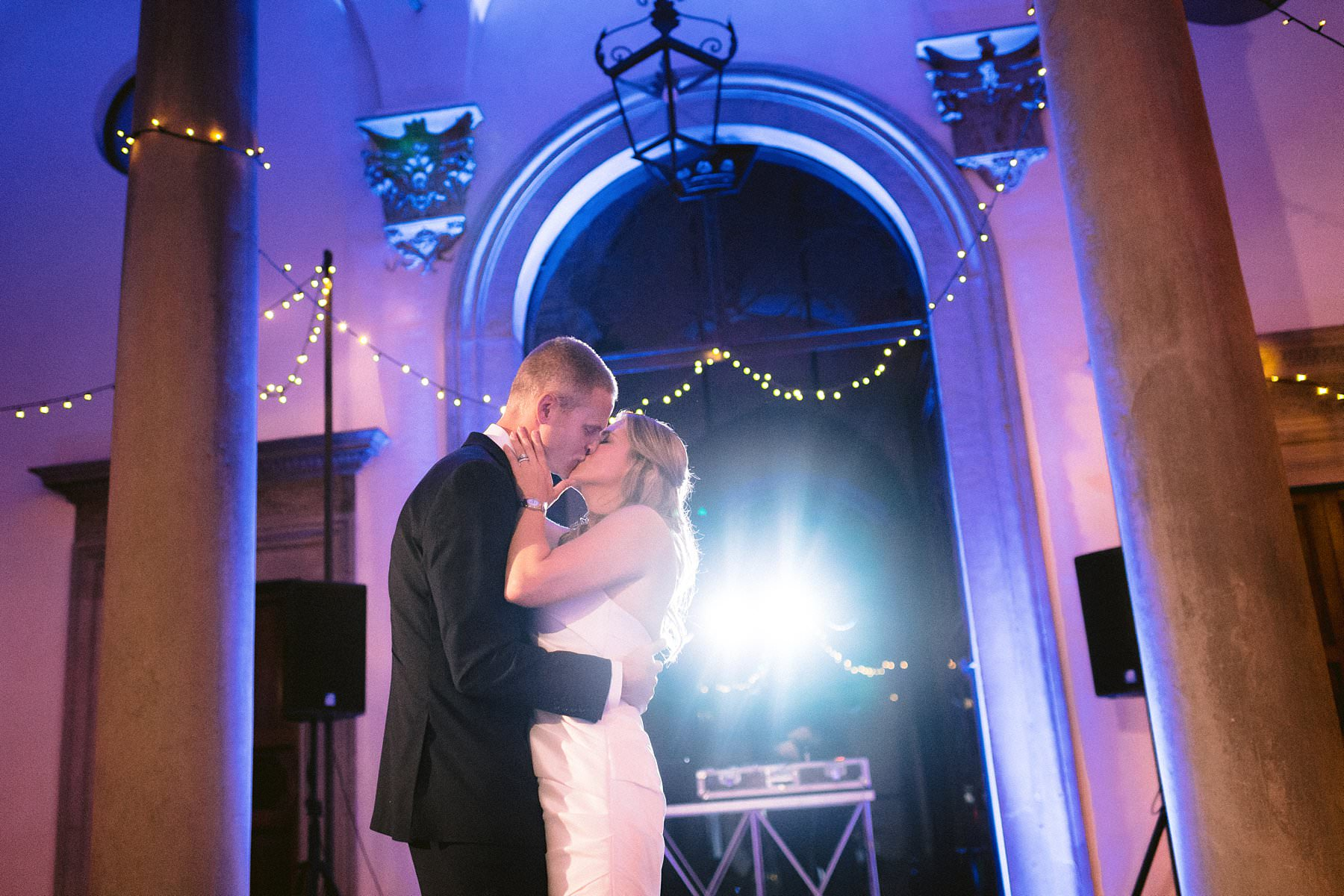 Beth and Evan's exquisite wedding: just like a dream. Bride and groom first dance at Palazzo Gondi courtyard during their intimate and luxury destination wedding in the very heart of Florence