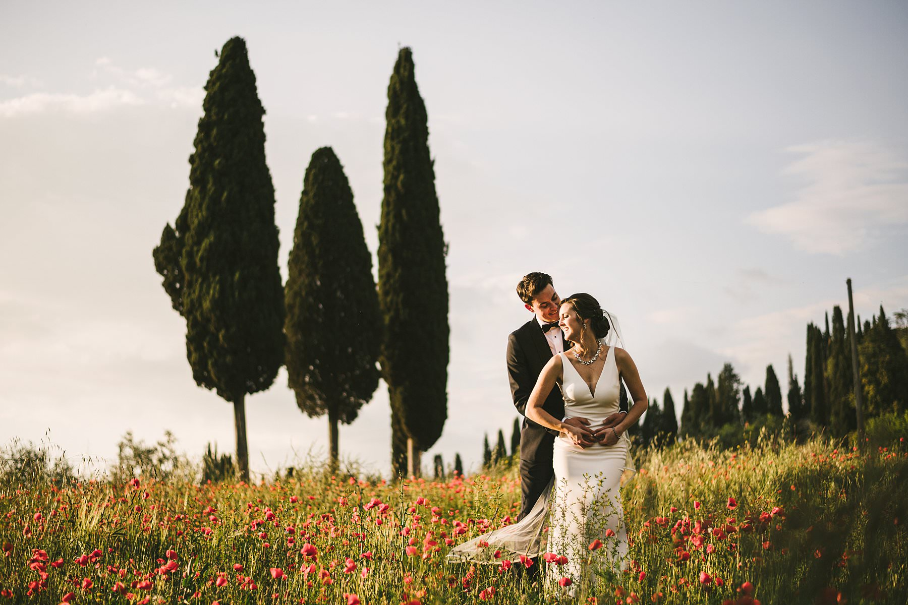 Heartfelt small wedding in the countryside of Tuscany. Every soon-to-be bride and groom have dreams about their big day: it might be a dress that makes her feel like a princess or a castle where to hold a big celebration. Katrina and John's dream was to have a small wedding in Tuscany and a photoshoot that could picture them surrounded by all of the beauty of Valdarno at Palazzo Vanneschi Villa Cini, a stone building from the 17th century immersed in a luxuriant park
