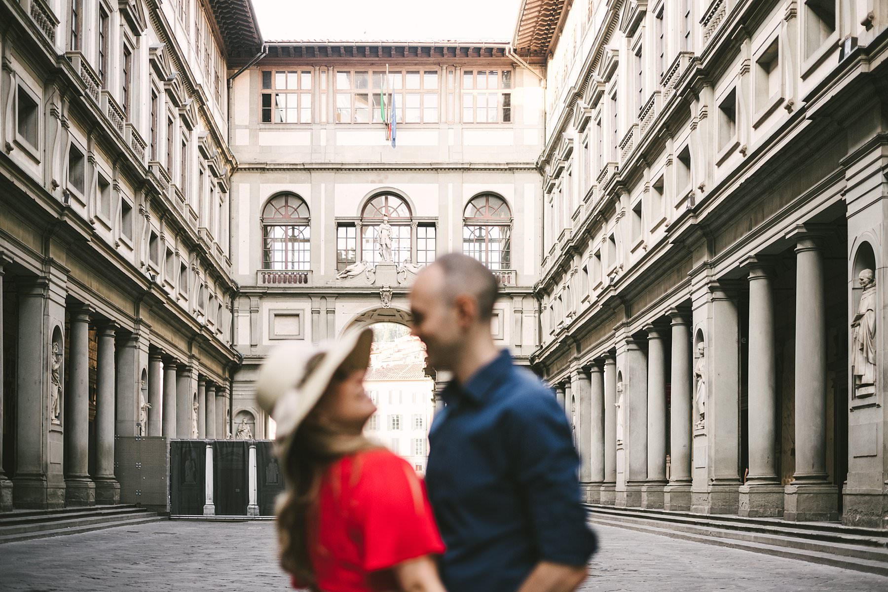 Anisa and Kevin's delightful anniversary photo at Uffizi Art Gallery in Florence. Anisa and Kevin are in love with one another but also with the architecture of the city, so their wish was for it to be part of the photographs. Since it is such a popular touristic destination, though, there was only one way to do that properly: a sunrise photoshoot
