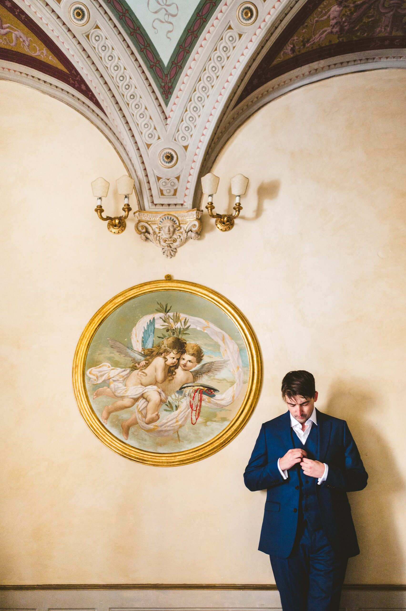 Elegant groom Chris get ready at Palazzo Coli Bizzarrini in the heart of Siena, an historic residence whose architecture and incredible frescoes take you back to the Renaissance, just before to leave for the wedding ceremony