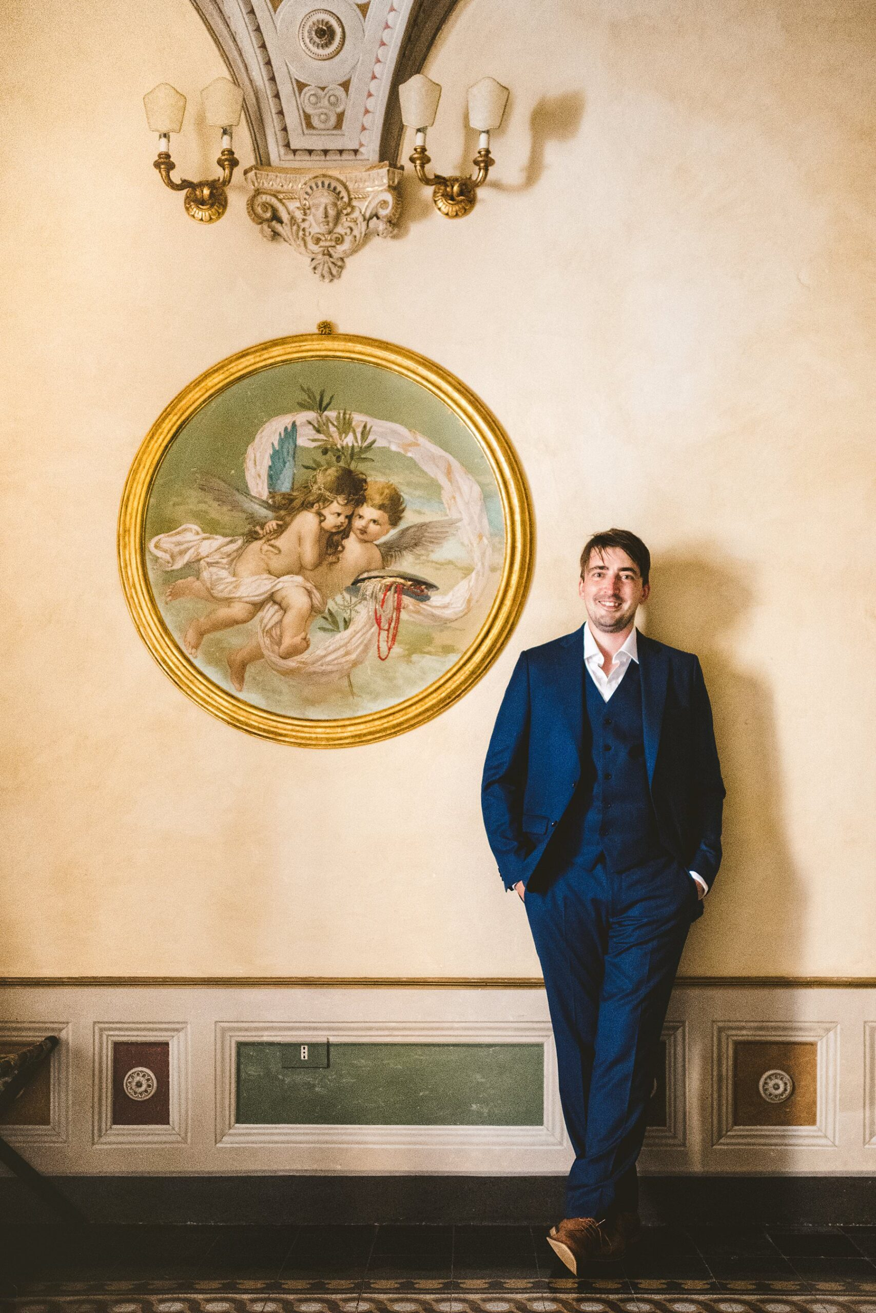 Elegant groom Chris portrait at Palazzo Coli Bizzarrini in the heart of Siena, an historic residence whose architecture and incredible frescoes take you back to the Renaissance, just before to leave for the wedding ceremony