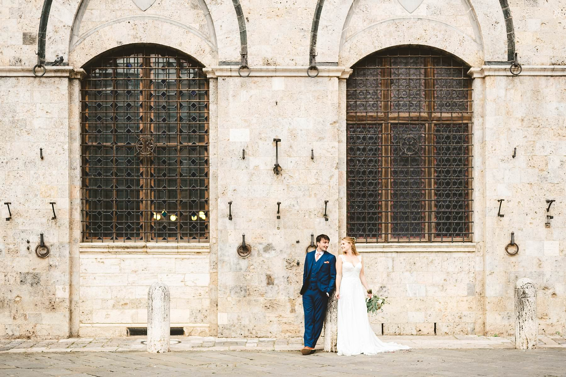 Wedding photos in all the most iconic places in Siena. Intimate destination elopement in Tuscany