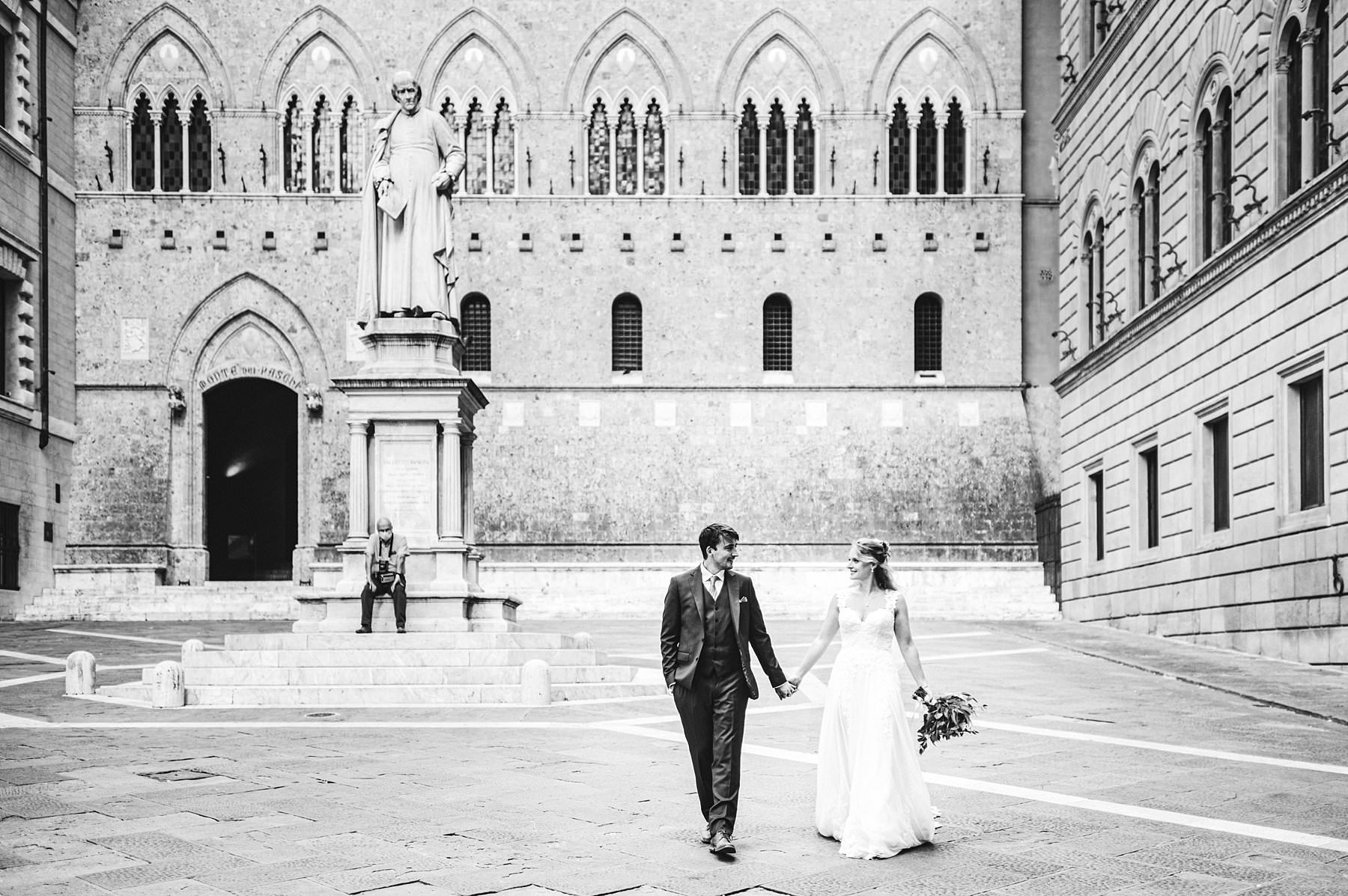 Getting married in Italy with a sweet elopement in Siena