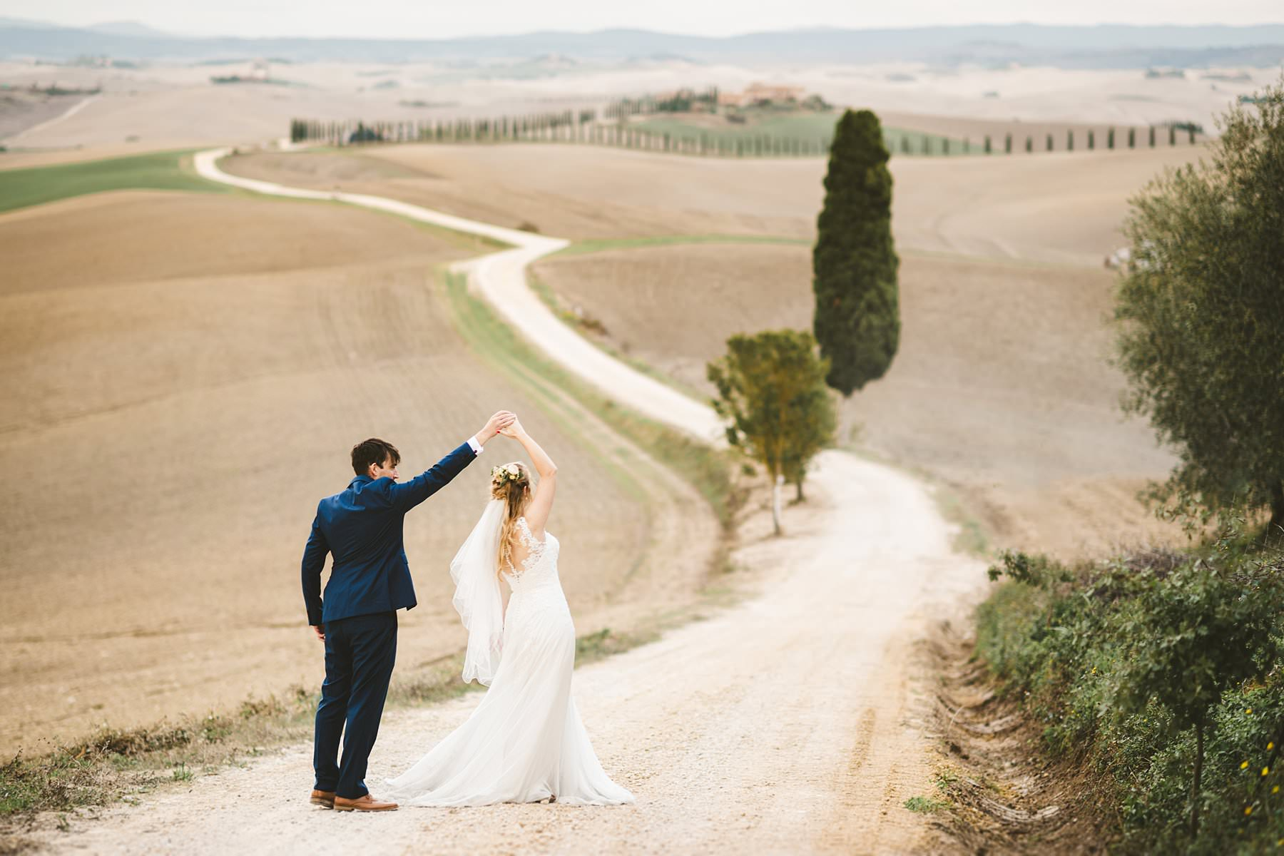 Poppy and Chris's elopement, a dream that finally came true. Lovely couple from UK portrayed with the splendid rolling hills of Tuscany countryside as background