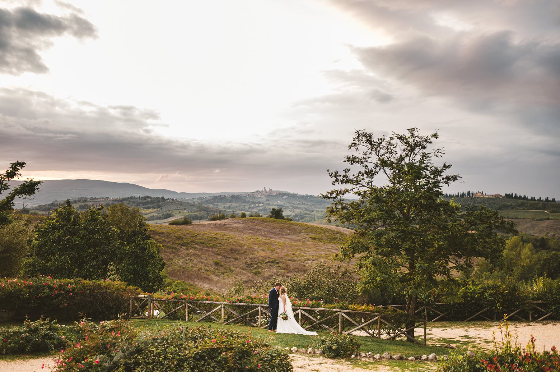 Lovely bride and groom portrait session in the countryside of Siena at Taverna di Bibbiano