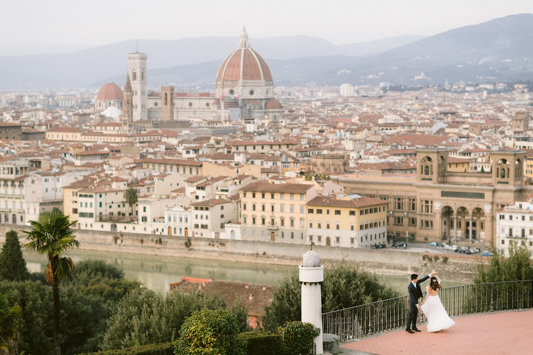 A romantic couple photoshoot in Florence during the pandemic? Yes, you can!