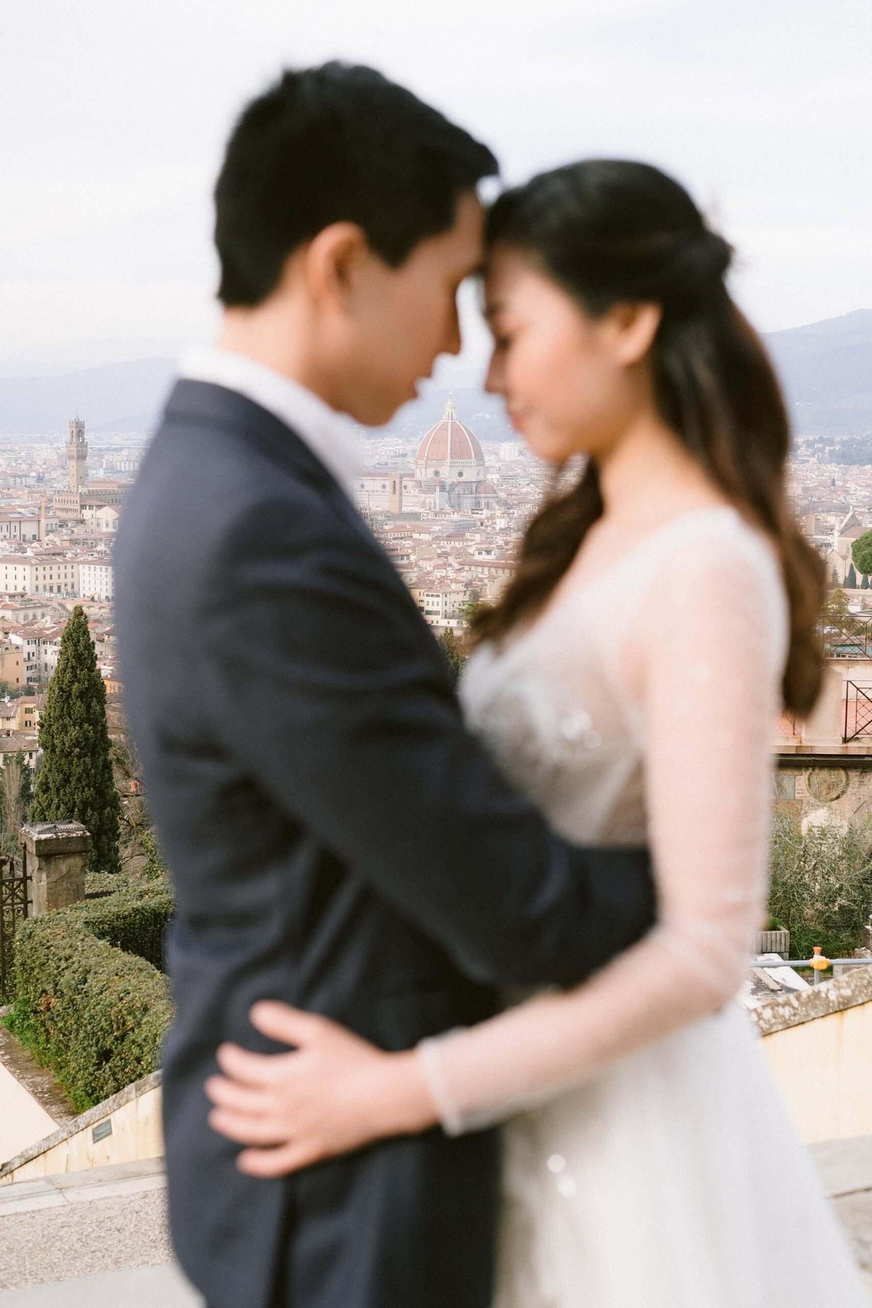 Romantic couple photo photos in Florence during the pandemic is not only possible, but actually ideal. Even in the middle of the day, you will almost have the city to yourself