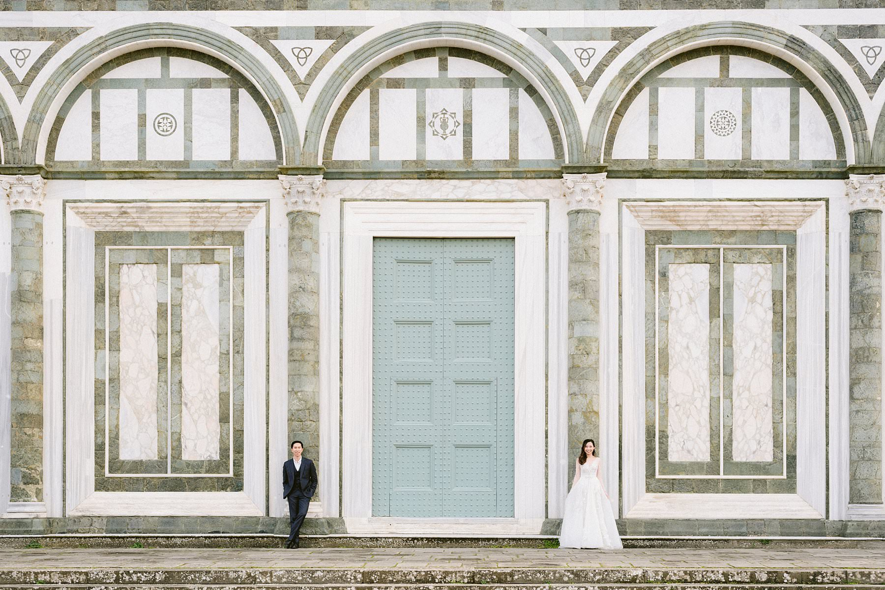 Romantic and unforgettable couple photo shoot for a special honeymoon in Florence during coronavirus pandemic