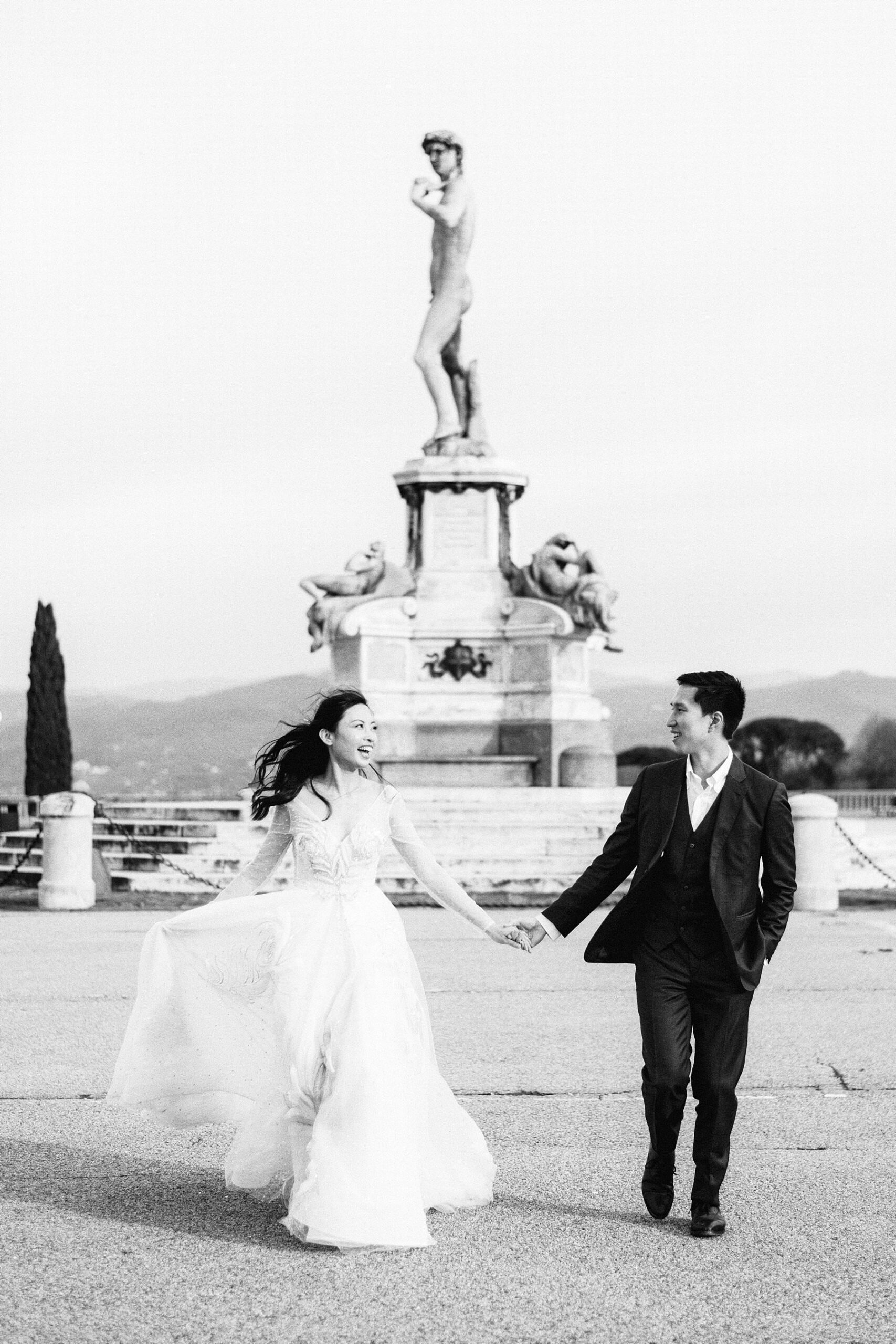 Dreamy couple photo shoot in the most iconic panoramic spot of Florence at Piazzale Michelangelo during the covid pandemic