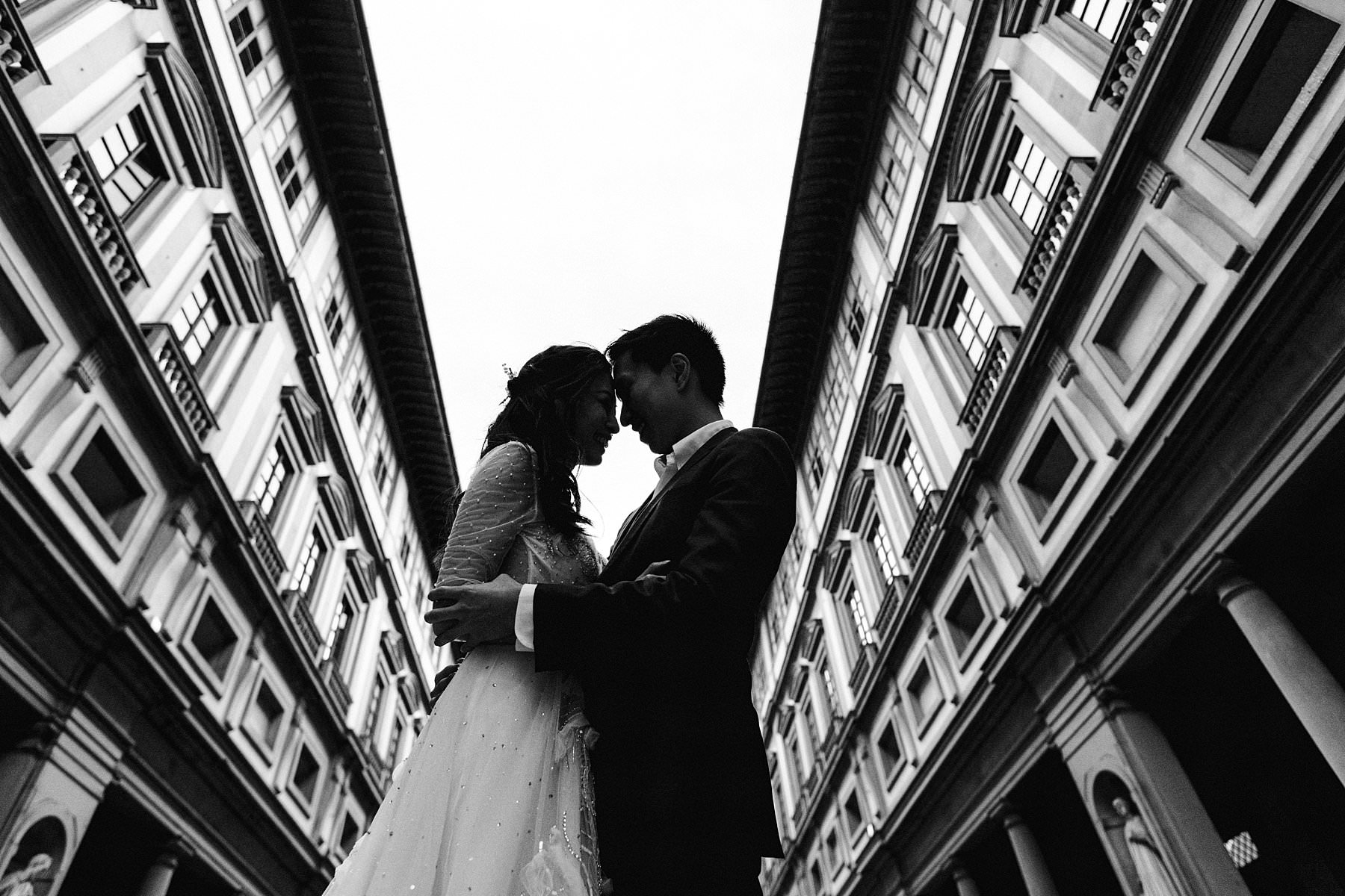 Uffizi Art Gallery is a must go place to get a couple photo during your Florence trip. This elegant couple from Hong Kong turn the visit of Florence into their honeymoon photo shoot