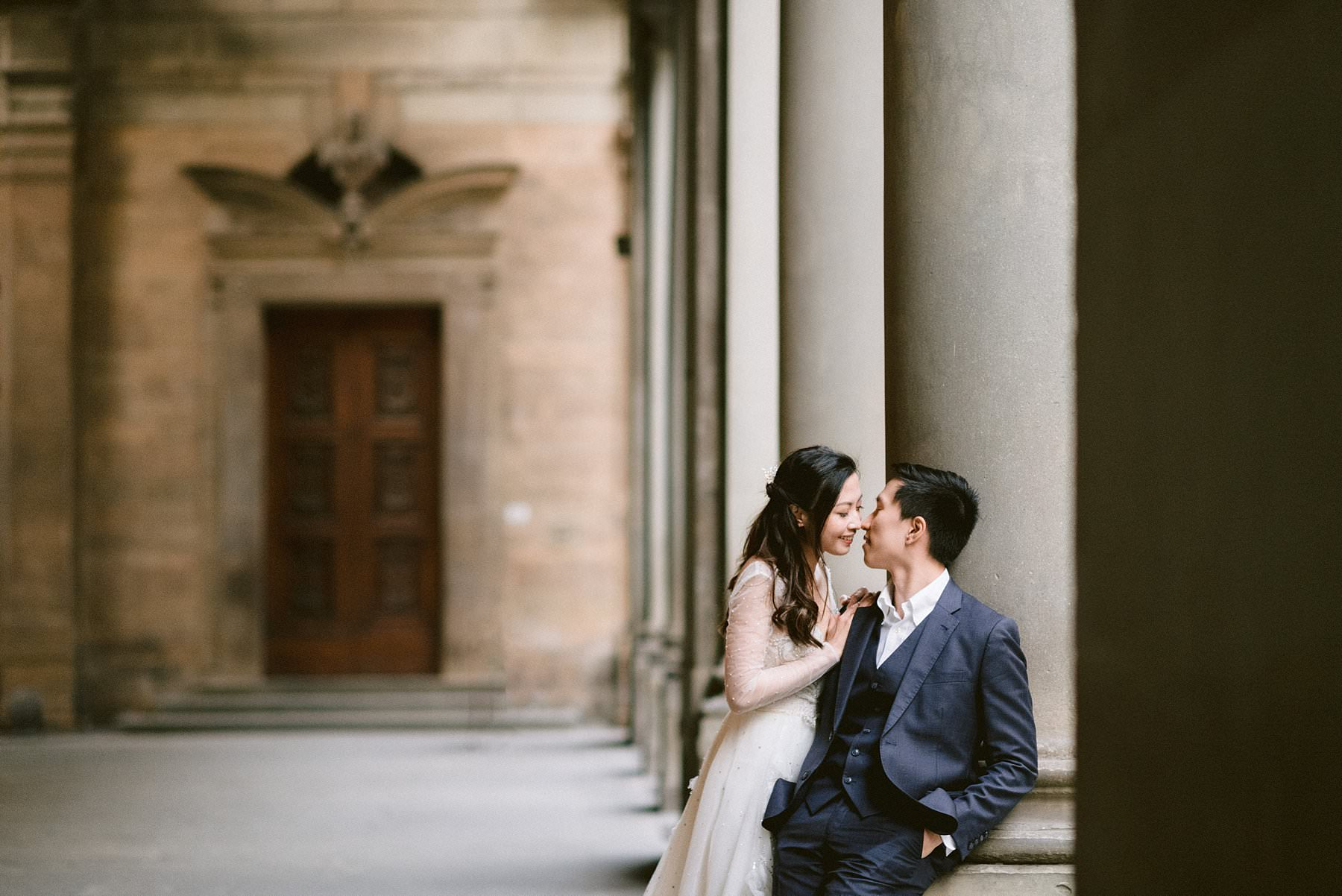 Romantic couple photos for a special honeymoon in Florence during covid-19 pandemic. Enjoy the priceless feeling of walking around the Uffizi Art Gallery with no tourist crowds