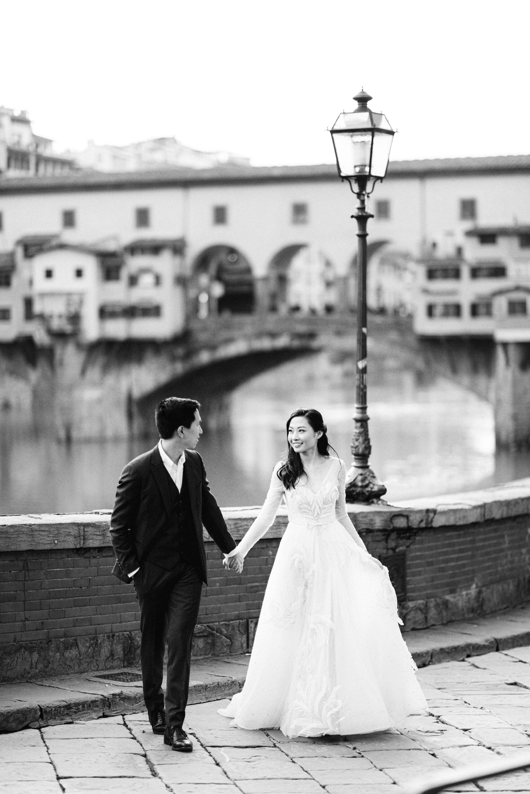 Unforgettable and gorgeous honeymoon photo shoot experience in Florence during covid-19 pandemic