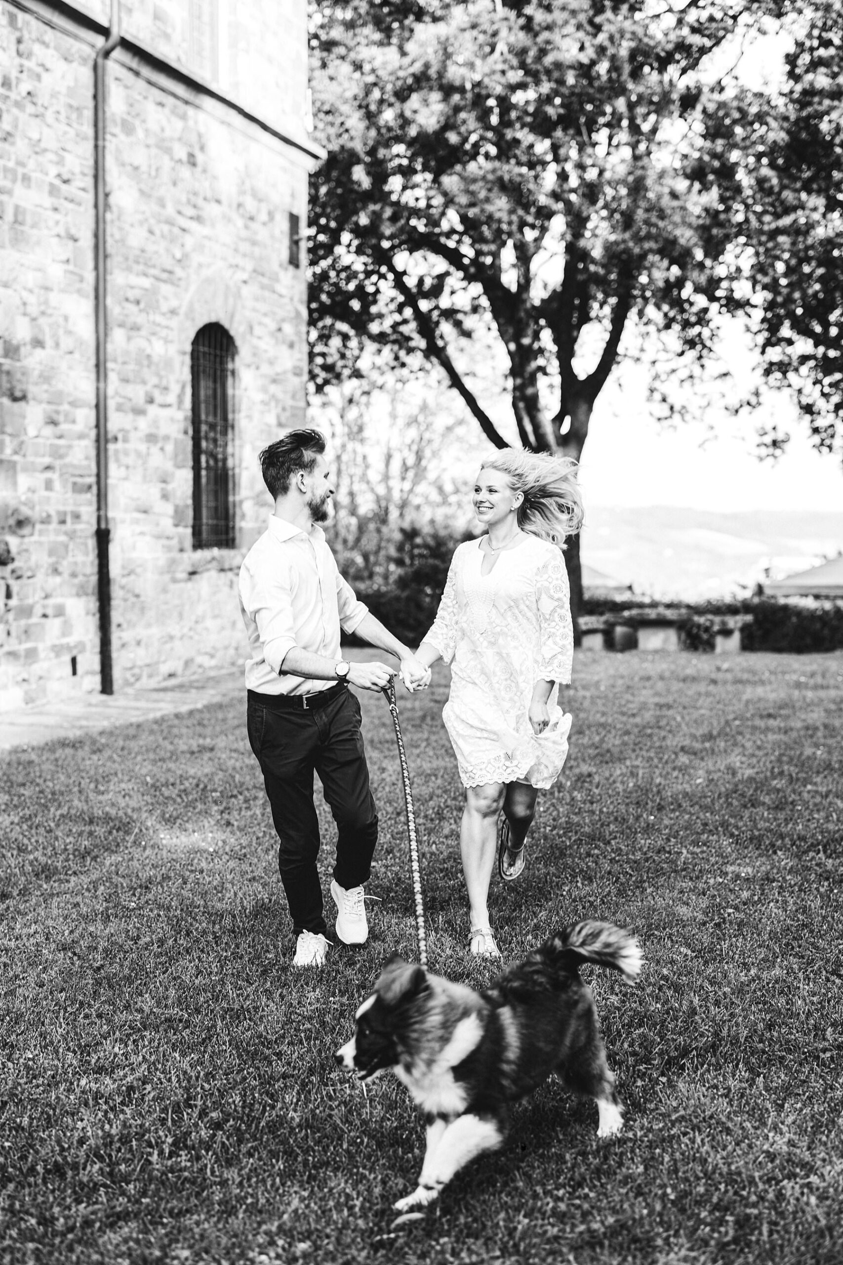Enjoy time and create everlasting memories with your fiancée and your lovely furry friend with an engagement photo shoot in Tuscany countryside at Poggio Tre Lune