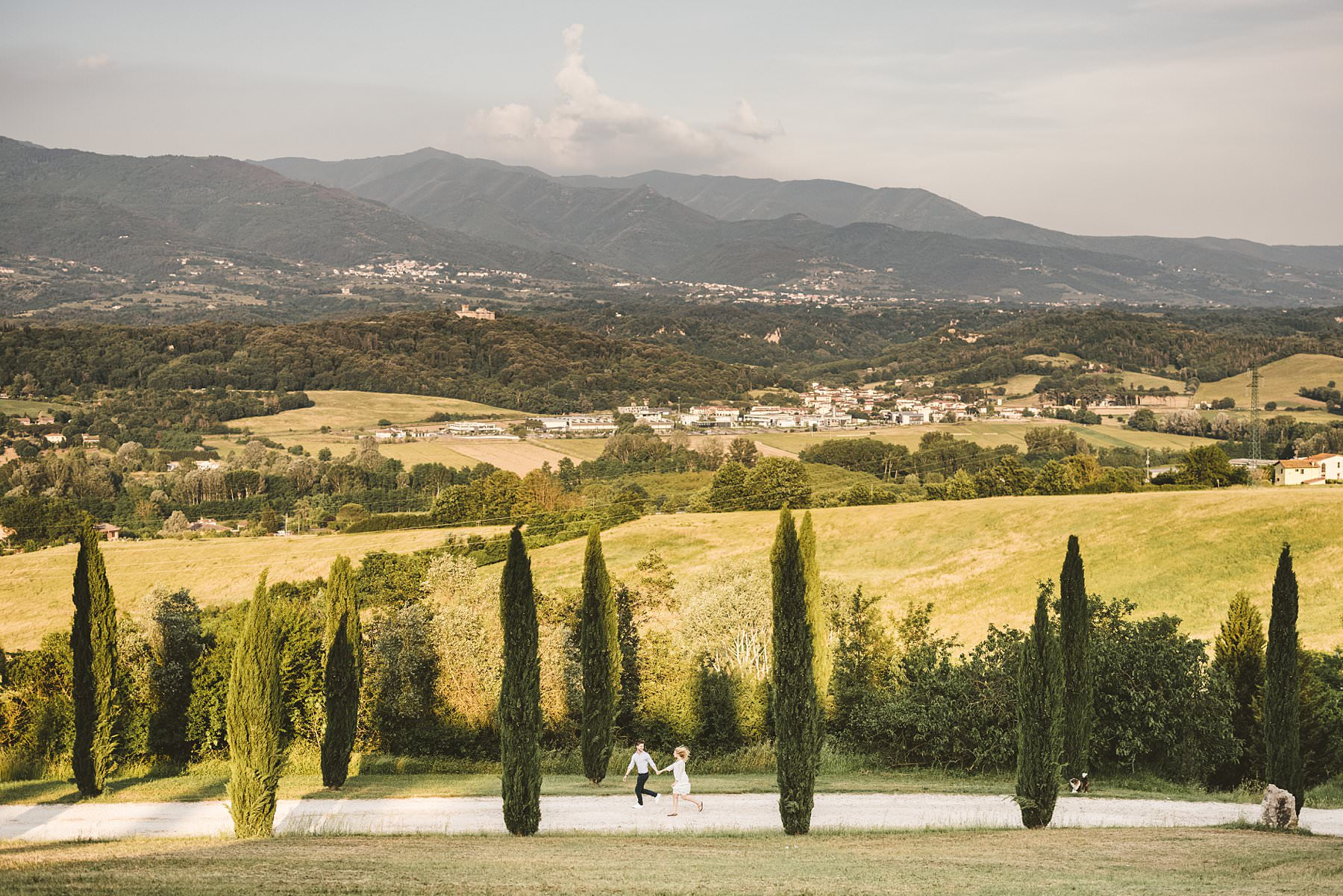 Engagement photo shoot in the heart of Tuscany countryside at Poggio Tre Lune which feature an incredible and evocative cypresses street and a gorgeous countryside panoramic view