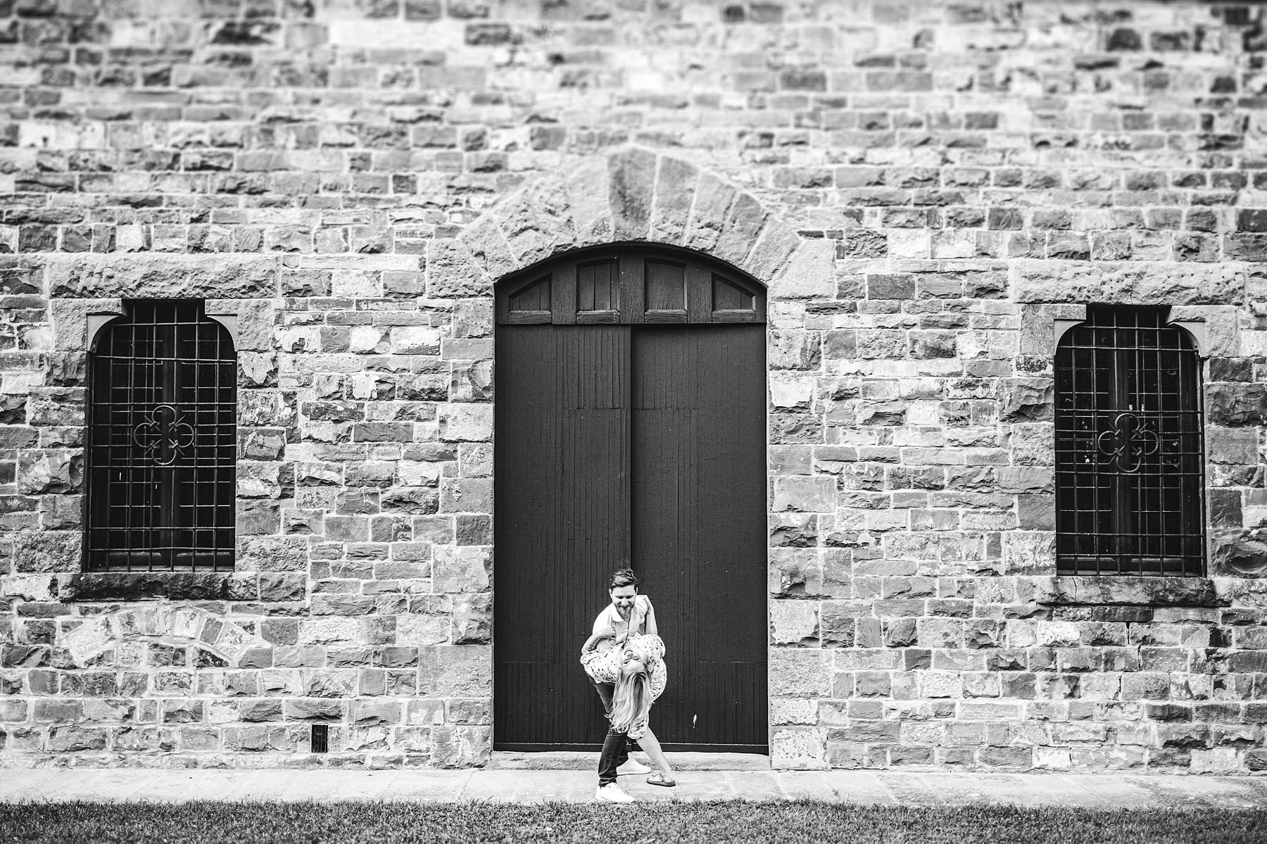 Creative and modern engagement session in Tuscany at Poggio Tre Lune